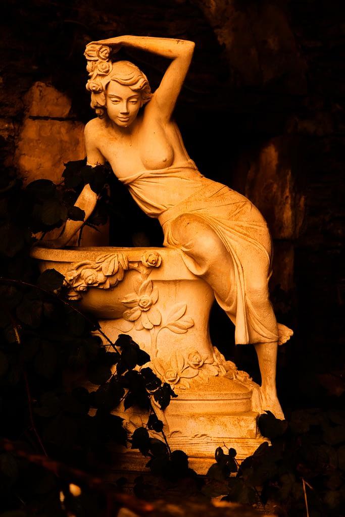 Statue d'une femme dans l'ombre par Stéphane Thirion infographiste Belgique